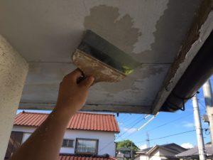 <p>軒天は、防カビ塗装していきます。