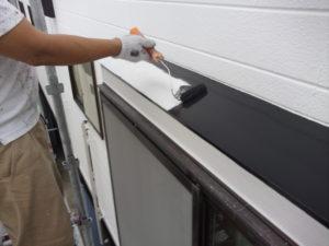<p>附帯部の鉄部は、ケレンしサビ止め塗布後シリコン塗料を塗布します。