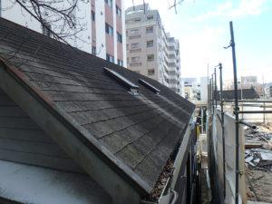 <p>屋根は雨風・紫外線の影響を受けやすいため、コケ・色褪せが見受けられました。