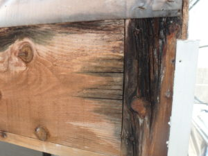 <p>雨が入り込み内部の基礎部分の木部が腐食が進んでいました。