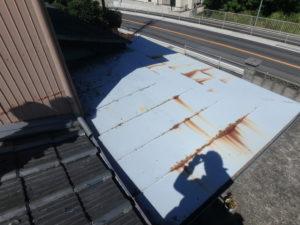<p>トタン屋根は、サビが見受けられました。