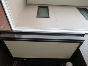 <p>2階部分はベージュに塗り替えました。