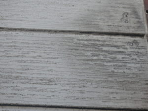 <p>外壁は、汚れ・色褪せ・チョーキング現象が見受けられました。