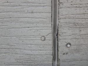 <p>サイディングボードの境い目のシーリングは劣化していました。