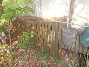 <p>お家周りの木部は2~3年程で塗り替えが必要です。