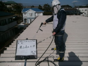 <p>高圧洗浄から作業開始です。