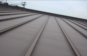 <p>屋根は高さがあったため、ムービー撮影し確認したところ色褪せが見受けられました。