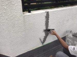 <p>シーリング材が硬化した後、モルタルで埋戻します。
