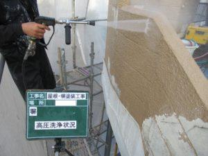 <p>高圧洗浄をし汚れを洗い落とします。