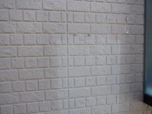 <p>こちらの外壁は、経年れかによる色あせや汚れが見られます。