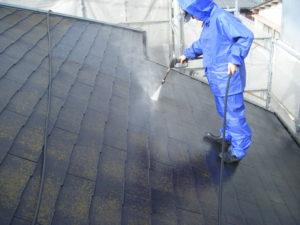 <p>高圧洗浄でしっかり汚れを洗い流していきます。