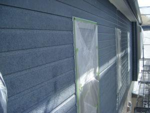 <p>外壁の施工前です。  こちらも経年劣化による色あせが見られます。