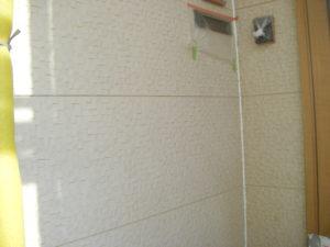 <p>玄関近くの高圧洗浄後の外壁の様子です。