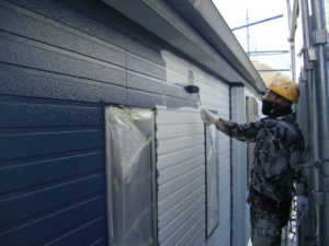 <p>上塗りは、リファインです。 雨水で汚れを洗い流してくれます。