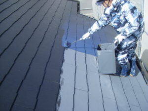 <p>超低汚染リファインで上塗りです。  十分に乾燥させると屋根は、完工です!!