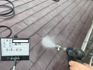 <p>高圧洗浄で汚れを洗い落としていきます。