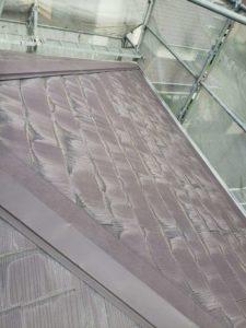 <p>施工前の屋根です。  経年劣化により色あせしています。